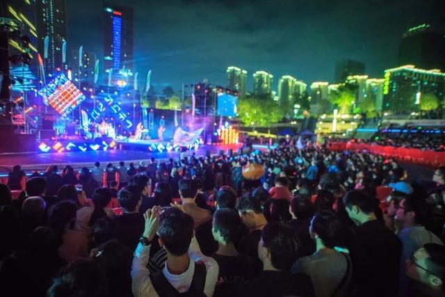 阵容的2017千灯湖音乐节,让市民共度摇滚夜间派对