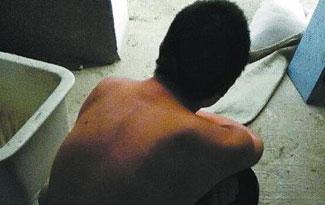 裸男赴派出所要求释放女友