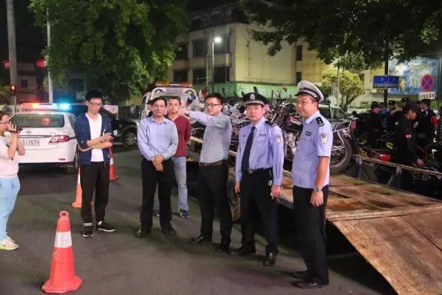 常平警方出击 一个晚上抓了11人