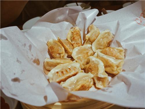 20名旅游大咖品味禪城 對著粵菜狂贊狂拍不止
