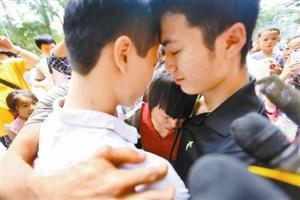 深圳男孩21年前被卖到汕头 昨与亲生父母相认