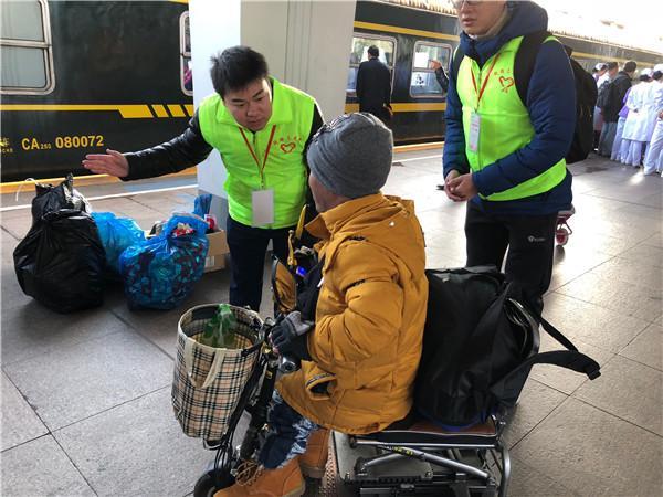 用爱连接故乡:中行志愿者服务2018年春运直通车送温暖