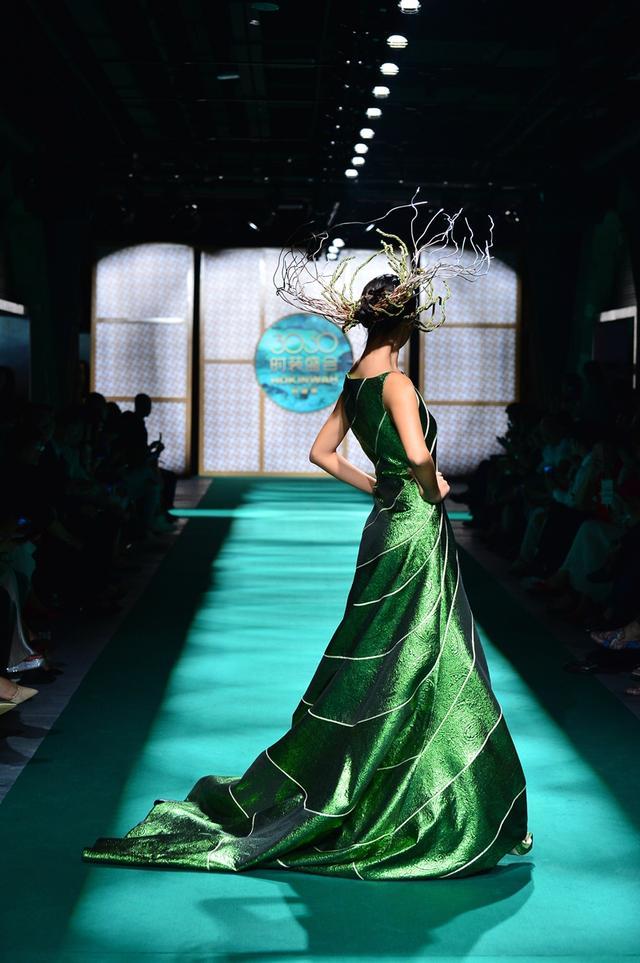 绿水青山HOKINWAH 3060时装盛会 霸屏上演中国时尚传奇大秀