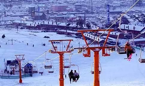 玉龙雪山旅滑雪场位于玉龙雪山东麓
