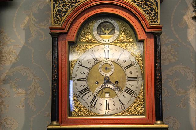 唯时无价 古董英国大钟 分享沙龙中山举行