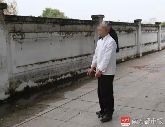 """东莞女子回家途中被""""蒙面男""""持刀抢劫"""