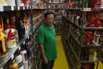 潮州男收藏8599个酒瓶
