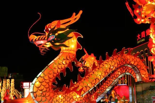 佛山这个彩灯传承人,做的灯饰被列入吉尼斯世界记录