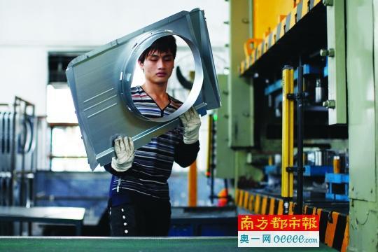 一台机器人成本等于两名工人年薪