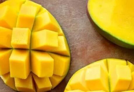 收藏!教你如何用一根牙签吃芒果