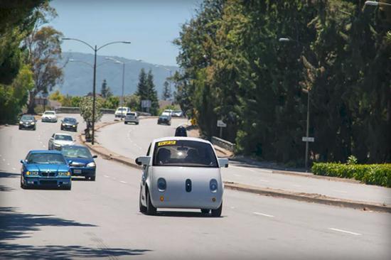 呆萌可爱的 谷歌智能无人驾驶汽车高清图片