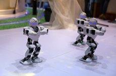 萌萌哒机器人跳舞