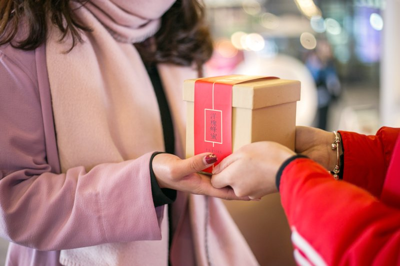 10金币起拍田园蜂蜜新年礼盒