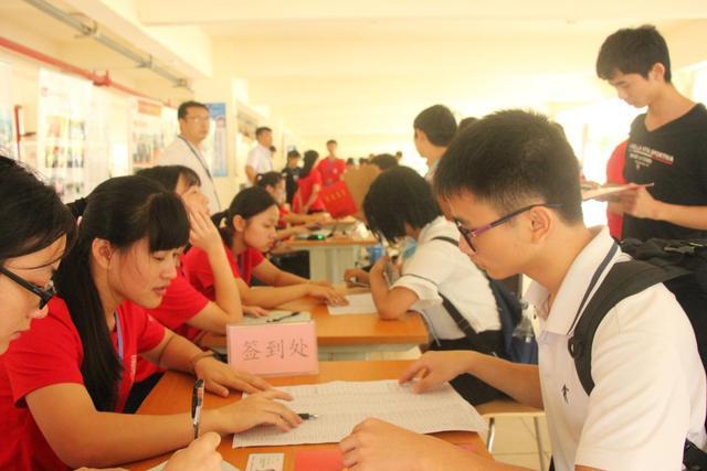 碧桂园免费职院开学 贫困学子逐梦起航