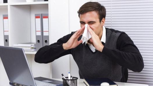 咳嗽打喷嚏别用手捂口鼻 应用纸巾或衣服
