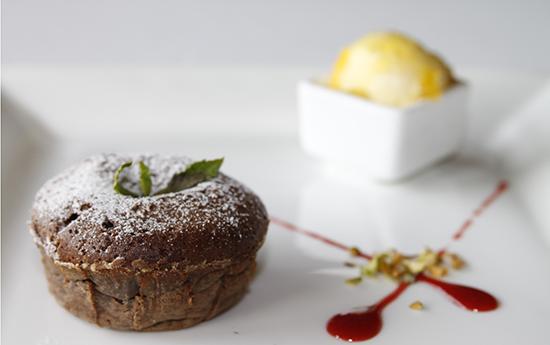 塞纳河法国餐厅高清图片