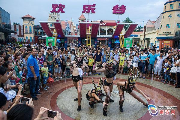 """深圳提前进入万圣节模式 玩出""""鬼文化"""""""