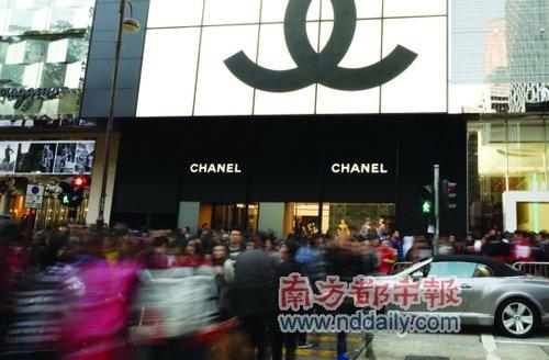 圣诞节 整个香港都在排队 名店扫货处处挤爆
