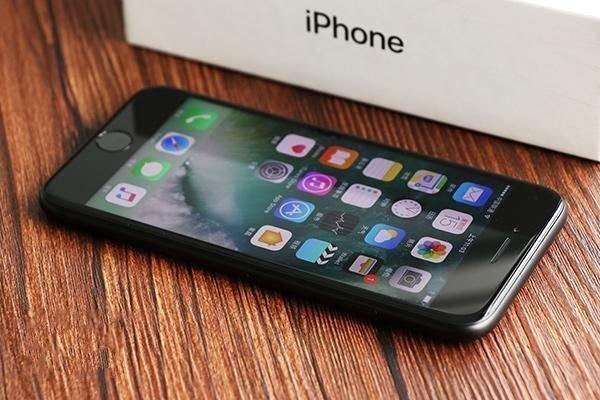 苹果历史上最失败的一款手机,不是iPhone SE而是它