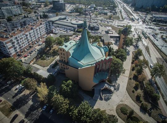 千姿百态的波兰后现代主义教堂建筑