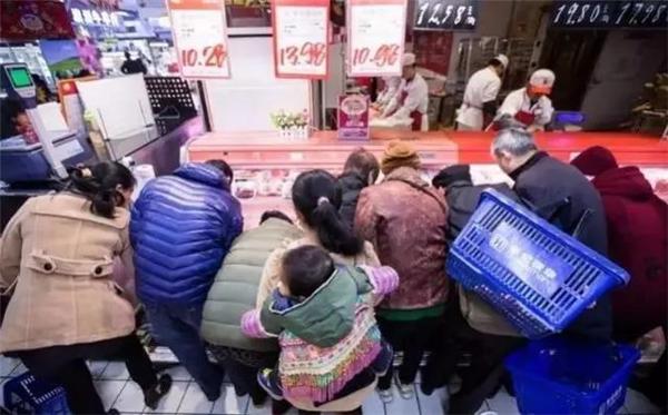 你还在超市排长队时,这位老人轻轻松松在家叹世界!