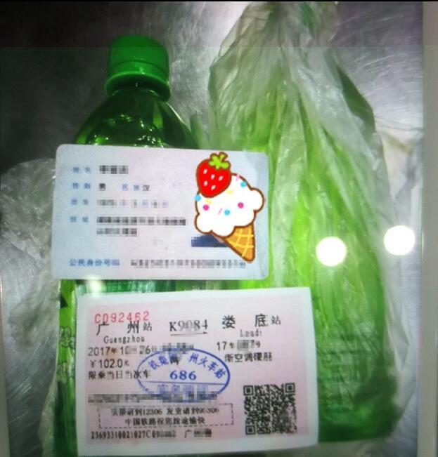 """广州火车站一男子带""""饮料""""过安检 坚决不喝"""
