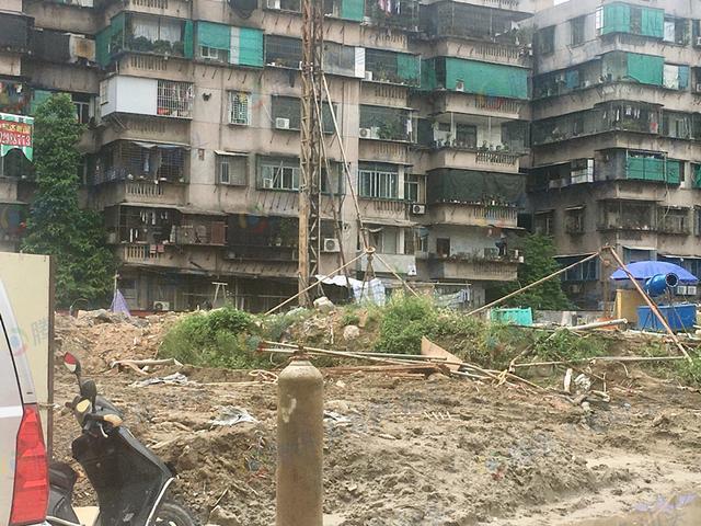 金平:熙海华府桩机已进入现场未动工 展厅已撤场