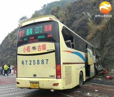 广东大巴车祸细节披露:司机应急故意撞山