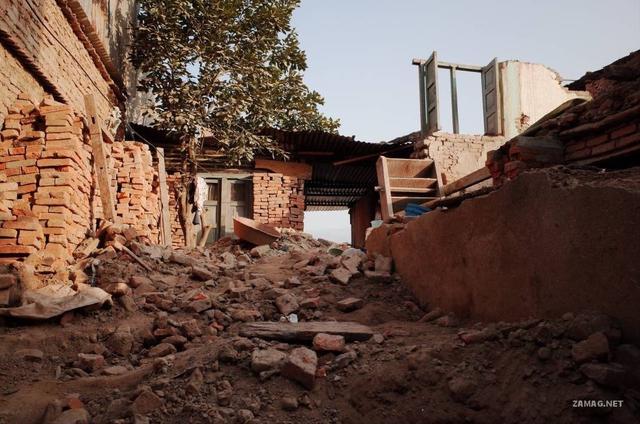 港澳老师访尼泊尔地震灾民