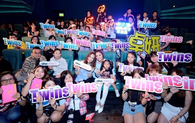 Twins与粉丝一起欣赏新MV