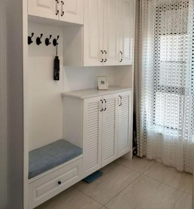 132平大房装修,媳妇在入户处做了两面鞋柜,入住后太实用