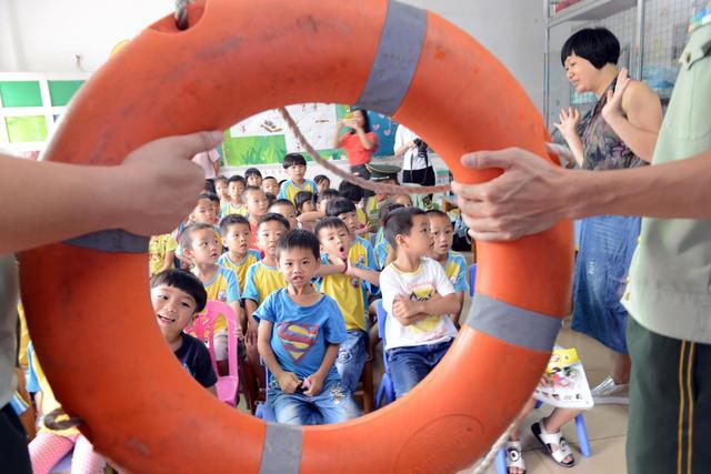 中山边防联合驻地幼儿园开展夏季防溺水安全教育活动