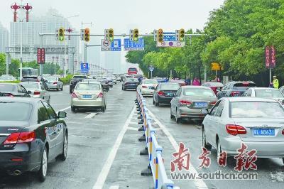 东江大桥周边道路调整首日仍存拥堵