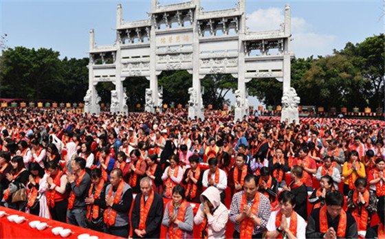 正月廿六观音开库日吸引数万人到西樵山祈福