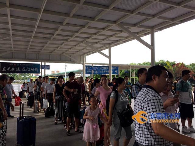 东莞阳光网讯(全媒体记者 唐弋雯)今天(3日)是虎门高铁站受台风图片