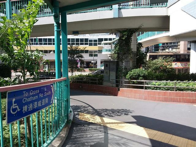 无障碍通道设施以便民,其实屋宇署亦有制定设计手册《畅通无阻的通道2图片