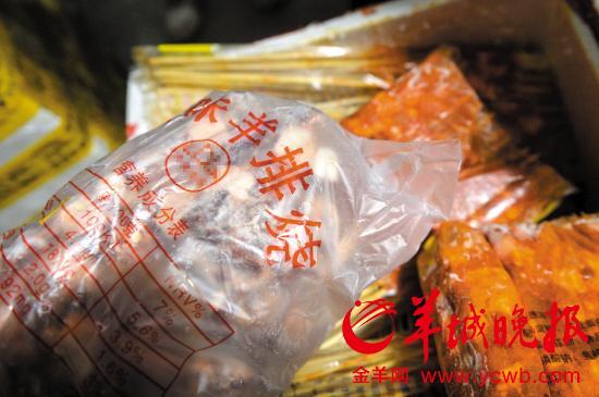 广州各美食节羊肉串无羊肉 利润高风险小