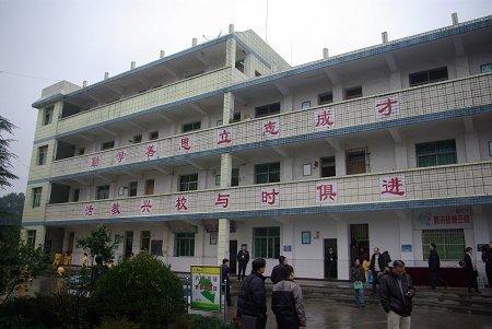"""首批""""腾讯梦想空间""""多媒体教室在重庆启用"""