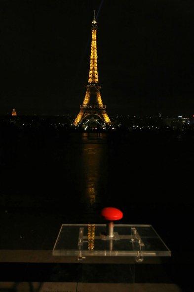 图文:2009巴黎埃菲尔铁塔熄灯一小时
