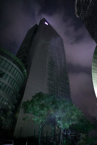 """太平洋保险总部大楼""""地球1小时""""熄灯前后对比"""
