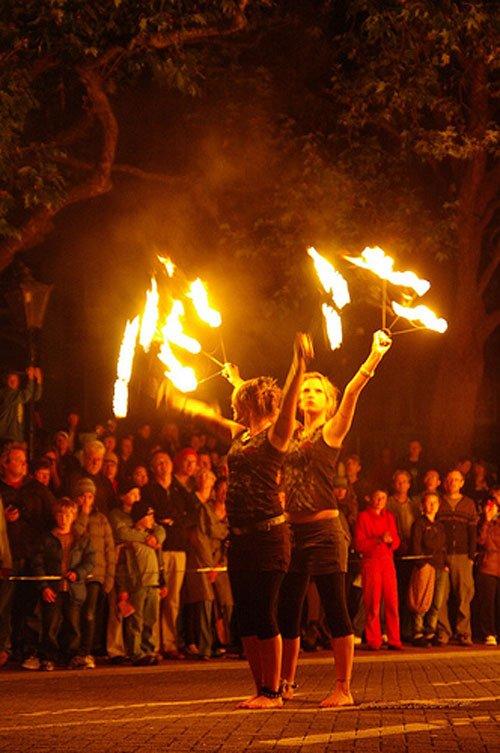图文:新西兰达尼丁八角广场火舞表演