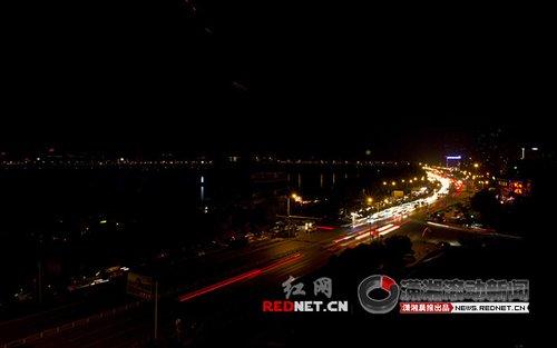 组图:熄灯后的湘江边更浪漫