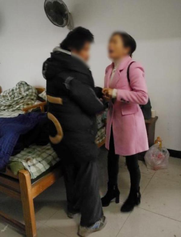 上海民警帮离家七年精神病人找到家人