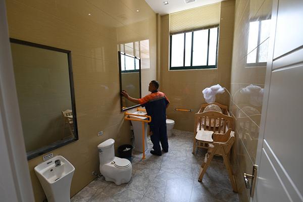 """江苏宿迁""""厕所革命"""":可以读书看报看世界杯,成了街坊公舍"""