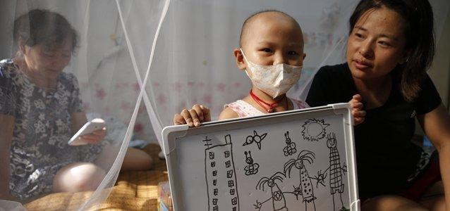 """=""""""""走疗""""癌症儿童:远离家乡童年,在北京寻找活路""""width=""""638"""""""