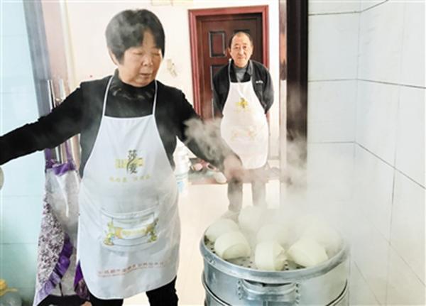 重庆唯一道德模范 夫妻卖包子为身故儿子还债