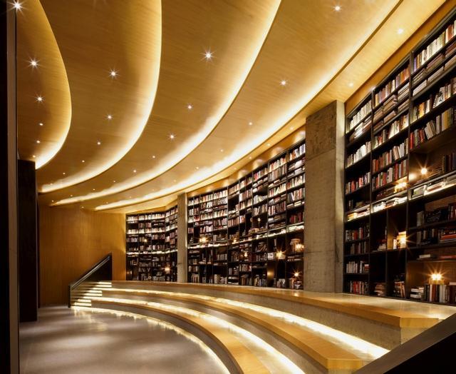 高大且美丽的书店,正在杀死书