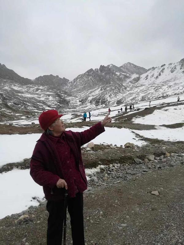 带89岁母亲出游:她很开