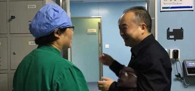 【益视频】北大患渐冻症美女博士从昏迷中苏醒:我不愿苟活