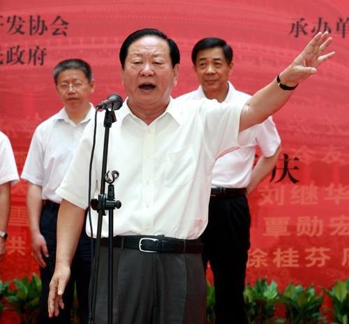 中国扶贫开发人物展重庆巡展成功举办_各地媒